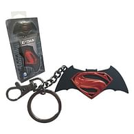 Kovová klíčenka Batman vs Superman