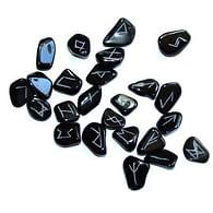 Obsidiánové runy ve váčku